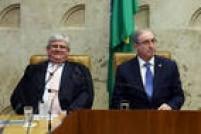 O procurador-geral da República Rodrigo Janot e o presidente da Câmara afastadoEduardo Cunha lado a lado em sessão do STF