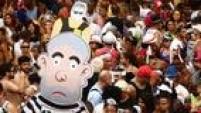 O boneco Pixuleco e até o 'japonês da Federal' marcaram presença na folia no centro do Rio