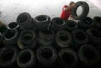 Para evitar a água acumulada, é importante guardar os pneus secos e em locais cobertos