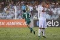 O Santos abriu 2 a 0, e o Palmeiras diminuiu com bela jogada de Dudu, mas não foi suficiente para evitar mais uma derrota do Palmeiras na competição. Equipe segue com 48 pontos e vê Libertadores ficar mais longe via Brasileirão.
