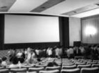 Jovens excitados com o filme provocaram tumultos e depredações no Cine Paulista, na rua Augusta