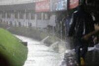 Partida entre Argentina eBrasil pelas Eliminatórias da Copa do Mundo é cancelada pela forte chuva que castiga o estádio Monumental de Núñez