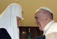 Antes, o papa fez uma parada em Havana (Cuba), onde se encontrou com o patriarca ortodoxo russo, Kirill, num histórico encontro entre os líderes das igrejas do Ocidente e do Oriente, divididas desde o cisma de 1054.