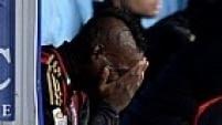 Balotelli até chorou no banco de reservas durante jogo contra o Napoli devido às ofensas. Ele já foi vítima incontáveis vezes