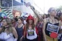 No Rio de Janeiro, o destaque da manhã de sábado foi obloco 'Céu na Terra', que agitou as ruas de Santa Teresa
