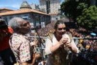 Bloco pré-carnavalesco da PretaGildesfila pelas ruas do centro do Rio de Janeiro