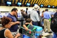 No Aeroporto de Congonhas, houve filas de passageiros com os voos cancelados desde o início da manhã
