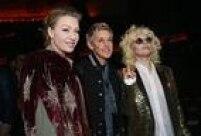 A atriz Portia de Rossi, a apresentadora Ellen DeGeneres e a cantoraLady Gaga