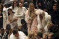 Na primeira fila de uma plateia com 20 mil pessoas (mais 20 milhões assistiram via streaming), estava todo o clã Kardashian/Jenner, inclusive a pequena North, filha do casamento de West e Kim Kardashian