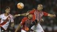 Zagueiro Maicon foi um gigante na marcação diante do River Plate