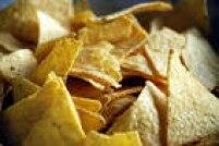 Salgadinhos de milho:Fontes de substâncias artificiais, como conservantes e corantes, têm alta quantidade de sódio