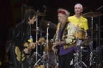 Sempre discreto (neste caso ao fundo do duelo de guitarras deRonnie Wood e Keith Richards) o baterista leva uma batida jazzista e importante para o som dos Stones.<a href='http://fotos.estadao.com.br/galerias/cultura,discografia-dos-rolling-stones-comentada-e-ranqueada,23920' target='_blank'>Veja discografia rankeada e comentada.</a>