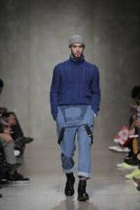 No desfile da estilista portuguesa Tânia Nicole, um novo estilo de moda masculina foi apresentado: o 'pescador'. Macacão jeans, botinas, blusas de lã de gola alta e gorro são peças chave para as combinações.