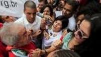 Lula saúdaintegrantes de movimentos sociais que o apoiam