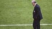 Com a eliminação, o rumo de Del Bosque fica incerto. O treinador renovou seu contrato com a seleção espanhola até 2016, quando acontecerá a Eurocopa na França.
