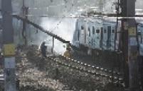 O descarrilamento de um trem de passageiros na madrugada desta quarta-feira, 22, na Estação de São Cristóvão, na zona norte do Rio de Janeiro, está causando caos no transporte público na região metropolitana. Milhares de passageiros estão imobilizados em estações nas zonas norte e oeste e na Baixada Fluminense. Já ocorreram depredações.