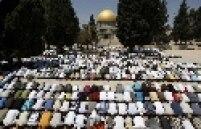 Rezas e preces são feitas no período do Ramadã; é um período para dedicar-se à religião