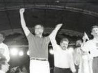 Dirceu candidata-se ao governo do Estado de São Paulo - termina em terceiro lugar - depois de ser eleito deputado estadual (1986) e deputado federal (1990). Ele voltaria a ser eleito para a Câmara dos Deputados em 1998 e 2002.