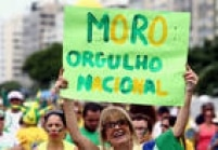 Vários manifestantes levaram cartazes de apoio ao juiz federal Sérgio Moro, que conduz os processos da Operação Lava Jato