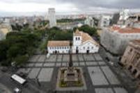 No marco histórico da fundação de São Paulo, além da igreja - onde há relíquias de José de Anchieta, santo fundador da metrópole -, é possível visitar o museu.
