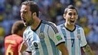 Aos sete minutos, Higuaín desencantou e bateu sem chances para o goleiro Courtois