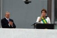 Maio/2010: Dilma e Temer se lançam candidatos em chapa que venceria eleições presidenciais de 2010; aliança entre PT e PMDB era defendida pelo ex-presidente Luiz Inácio Lula da Silva, que enfatizava a importância do tempo de TV do partido aliado; Lula chega a defender o nome de Henrique Meirelles para a vice