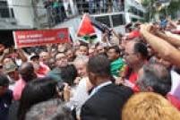 """Entre as mensagens de apoio ao ex-presidente, cartazes com a frase """"Lula, o melhor presidente do Brasil"""""""