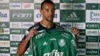 Zagueiro Roger Carvalho, ex-Botafogo, chega ao Palmeiras