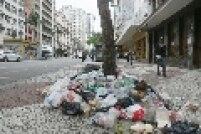 Lixo também acumulou no centro de São Paulo, após a chuva