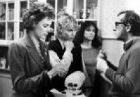 'Hannah e Suas Irmãs', de1986, comDianne Wiest, Mia Farrow, Barbara Hershey e Woody Allen, mostra os conflitos existenciais e amorosos de uma família