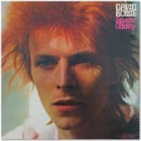 Este, sim, é o primeiro passo do britânico para o estrelado. O álbum, também chamado de Space Oddity, trazia na canção homônima, a força motriz de Bowie como artista, um outsider, alienígena. A solidão do espaço, usada inclusive pela Nasa, gerou o burburinho em cima desse personagem incomum da música pop. Ouça: Space Oddity