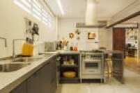 A iluminada cozinha