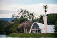 Demorou 20 anos, mas aquela história de que mineiro come quieto voltou a vingar. Na lista de indicados do Brasil à Patrimônio Cultural da Humanidade desde 1996, o Complexo Arquitetônico da Pampulha, em Belo Horizonte, Minas Gerais, retomou a candidatura em 2012 e, no último dia 17 de julho, ganhou finalmente o título concedido pelaUnesco. Além da obra mineira de Oscar Niemeyer, a20.ªbrasileira a entrar para a cobiçada lista internacional com, agora, 1.052 sítios espalhados pelo mundo, foram eleitos outros 20 patrimônios em 2016. Com informações da própria Unesco, destacamos quais são e a importância deles à humanidade. E, se quiser testar seus conhecimentos sobre ospatrimônios brasileiros, faça o<a href='http://viagem.estadao.com.br/blogs/viagem/o-quanto-voce-sabe-sobre-os-patrimonios-da-humanidade-brasileiros-faca-o-teste-e-descubra/' target='_blank'>quiz aqui</a>.