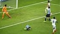 Com a vantagem no primeiro tempo, mas sem poder contar com Suárez, que ainda se recupera de lesão, o Uruguai não conseguiu segurar a Costa Rica.