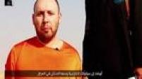 """Mais um vídeo do Estado Islâmico mostra a decapitação de outro prisioneiro, o jornalista americano Steven Sotloff. O homem que executa Sotloff se assemelha ao autor da morte do também jornalista James Foley. Com sotaque de inglês britânico, o assassino seria """"Jihadi John"""", apelido de Mohammed Emwazi, um londrino nascido no Kuwait."""