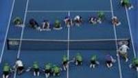 Organização faz força-tarefa parasecar a quadra após chuva atrapalhar jogos doAberto da Austrália