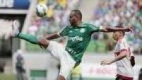 Alecsandro domina bola no meio campo; atacante marcou o quarto gol do Palmeiras, que selou a vitória contra o Flamengo por 4 a 2