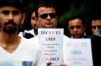 Nesta quinta-feira (10), taxistas em Melbourne e Sydney protestam nas ruas e exigem que o governo coloque os serviços da Uber à margem da lei. 'Não queremos o Uber regulamentado, queremos ele fora', pedem os manifestantes.