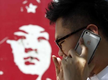 http://link.estadao.com.br/noticias/empresas,apple-remove-aplicativos-de-sua-loja-virtual-na-china,70001915470