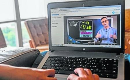 http://link.estadao.com.br/noticias/empresas,servicos-de-ensino-online-buscam-evolucao-para-manter-interesse-do-aluno,70001670974