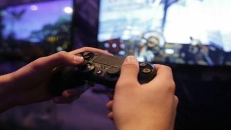 http://link.estadao.com.br/noticias/games,e3-2017-sony-anuncia-playstation-vr-e-ps4-pro-no-brasil-em-dezembro,70001840920