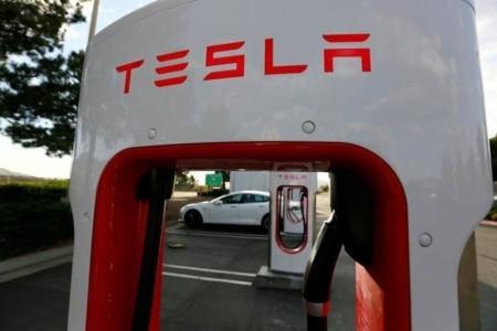 http://link.estadao.com.br/noticias/inovacao,tesla-esta-desenvolvendo-caminhoes-eletricos-sem-motorista,70001931930