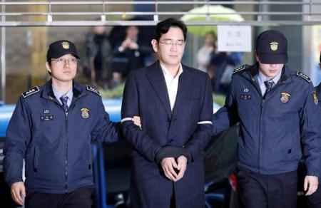 http://link.estadao.com.br/noticias/empresas,chefe-da-samsung-fica-em-silencio-em-1-dia-de-julgamento,70001731326