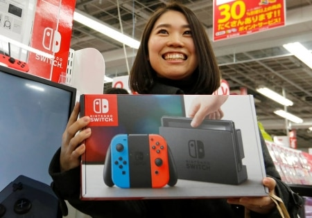 http://link.estadao.com.br/noticias/games,lancamento-do-nintendo-switch-gera-filas-no-japao,70001685653
