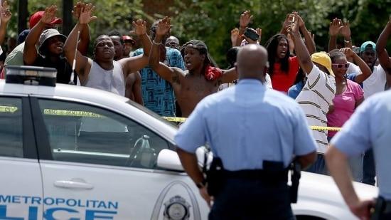 Desde a morte de Michael Brown, em Ferguson, a cidade é tomada por manifestações e confrontos