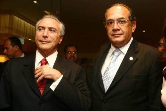 O vice-presidente Michel Temer e o ministro do STF, Gilmar Mendes, em 2011