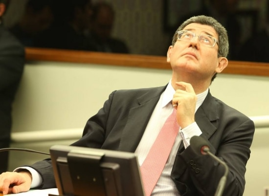 """Ex-ministro da Fazenda, Joaquim Levynão escondeu o abatimento poucas horas antes de sair. """"Parece que o governo tem medo de reformas"""", disse. (24/11/2015)"""