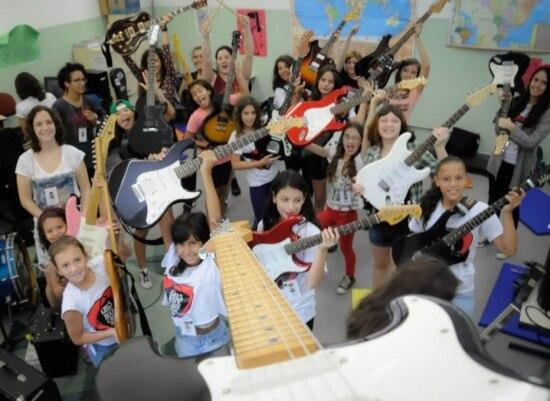 Quem se matricula no acampamento também pode assistir a oficinas de defesa pessoal, produção de fanzines e composição musical