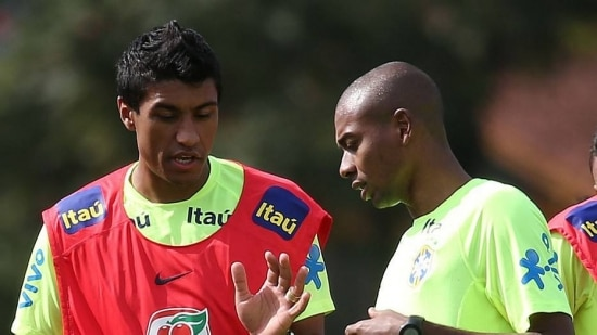 Paulinho tinha perdido a vaga para Fernandinho no jogo contra o Chile