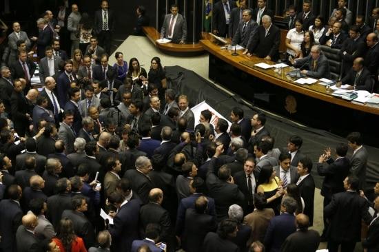 Deputados durante a votação da Medida Provisória 664